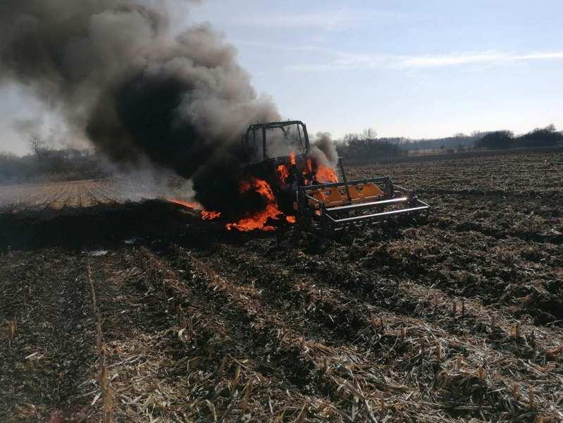 Teljes terjedelmében égett egy traktor című videó előképe
