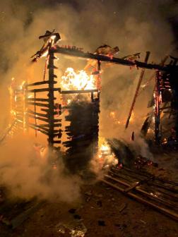 Hatalmas lángokkal égett egy melléképület Butykatelepen