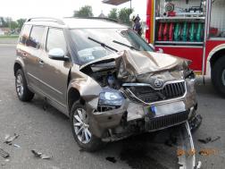 Az egyik sérült járműről készült fotó, az autó eleje is rongálódott nagy mértékben.