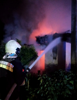 Több vízsugárral avatkoztak be a tűzoltók.