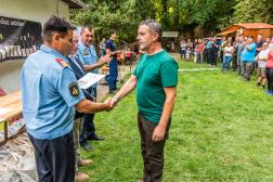 Magyar Csaba, a Szabolcs-Szatmár-Bereg Megyei Katasztrófavédelmi Igazgatóság munkatársa elismerést vesz át.